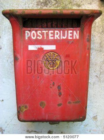 Dutch Rusty Mailbox