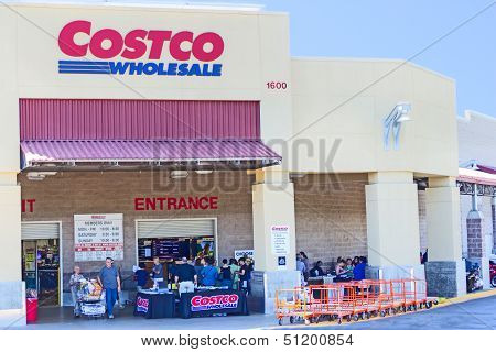 Sacramento, Usa - September 19: Costco Store On September 19, 2013 In Sacramento, California