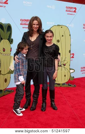 LOS ANGELES - SEP 21:  Amy Brenneman, Bodhi Silberling, Charlotte Silberling at the