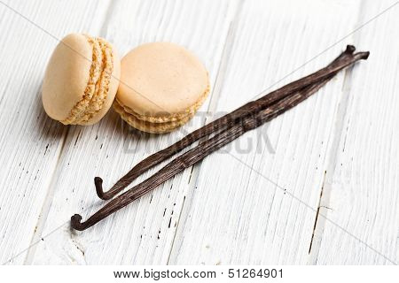 vanilla macaroons with vanilla pod on kitchen table