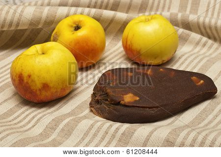 Traditional Lithuanian Apple Cheese