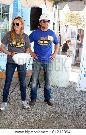 LOS ANGELES - MAR 8:  Kelly Sullivan, Dominic Zamprogna at the 5th Annual General Hospital Habitat for Humanity Fan Build Day at Private Location on March 8, 2014 in Lynwood, CA