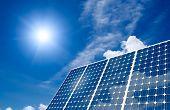 Постер, плакат: Панели солнечных батарей и солнце
