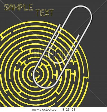 Labirinto e clipe de papel