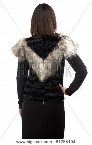 Photo woman in black fur waistcoat from the back