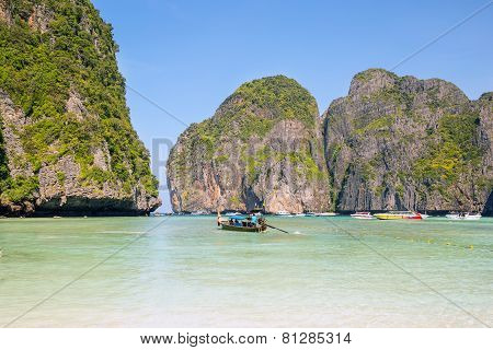 View Of Maya Bay, Phi Phi Island, Thailand, Phuket. Seascape Of Tropical Island With Resorts -  Krab