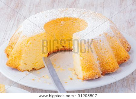 Round-shaped Tasty Lemon Cake