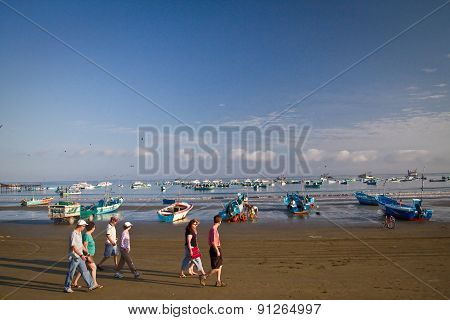 Beautiful beach view of a typical morning in Ecuadorian fishing town