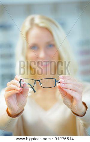Choosing a pair of glasses
