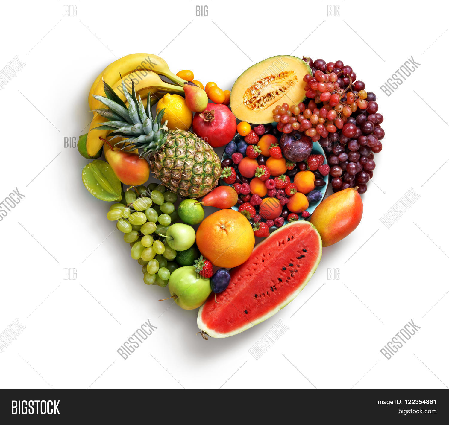 Food background studio photo of different fruits and vegetables - Fruits Diet Concept Food Photography Of Heart Made From Different Fruits Isolated