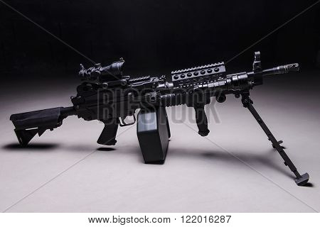 US automatic machine gun with optical sight