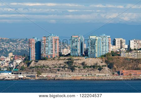 The coastline of Valparaiso. Valparaiso is a major city, seaport, and educational center in the county or commune of Valparaiso, Chile.