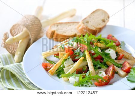 Mixed salad with fried white asparagus, feta cheese, rocket and cherry tomatoes, served with baguette