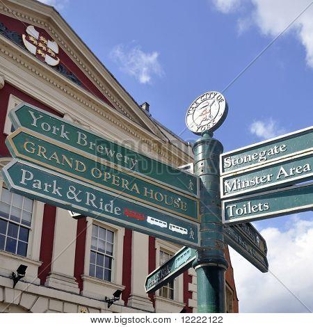 Sinal de turista de York fora da mansão de York.