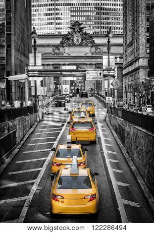 Yellow cabs on Park Avenue in front of Grand Central Terminal, New York
