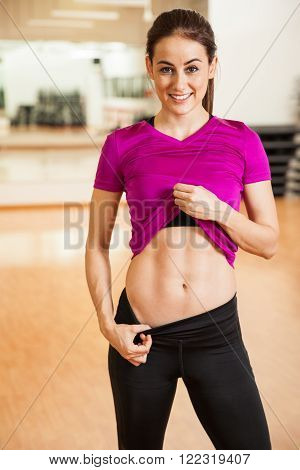 Pretty Girl Showing Her Abs At The Gym