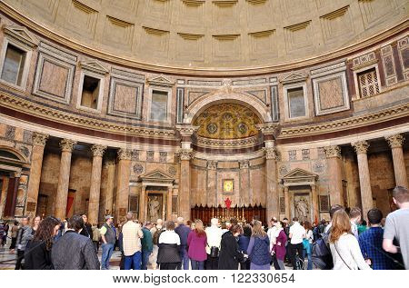 Tourists Visiting The Pantheon. Rome, Italy