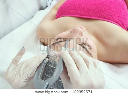 woman doing brow procedure in the salon