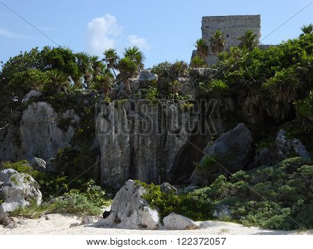 The El Castillo temple of the archeological Mayan complex Tulum situated on a cliff over the Caribbean on the Yucatán peninsula of Mexico.
