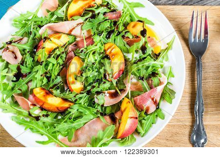 peaches arugula prosciutto goat cheese salad with balsamic vinegar