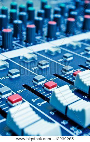 mezclador de audio con profundidad de campo - azul tonificada