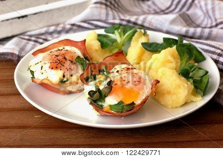 Baked Eggs With Ham And Mashed Potatoes