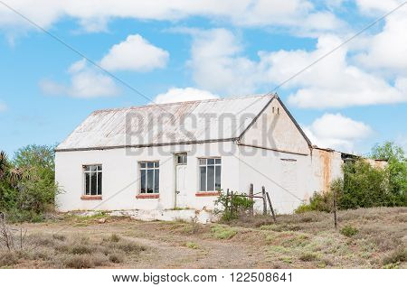 EASTERN CAPE PROVINCE, SOUTH AFRICA - FEBRUARY 21, 2016:  An old farm house next to the R400 road in the Eastern Cape Province