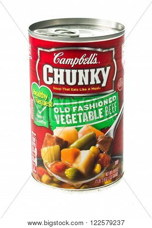 Winneconne WI - 5 February 2015: Can of Campbell's Chunky Old Fashioned Vegetable Beef soup.