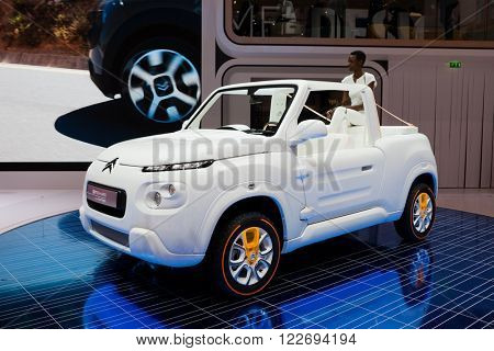 GENEVA, SWITZERLAND - MARCH 1: Geneva Motor Show on March 1, 2016 in Geneva, Citroen Emehari concept, front-side view