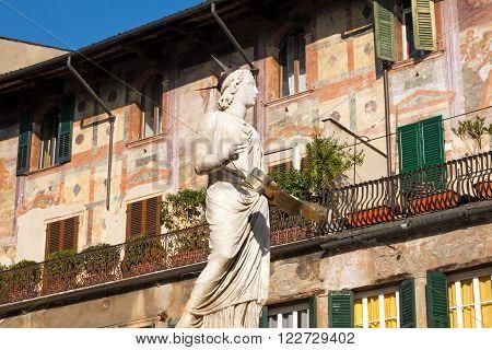 Madonna Verona 3001368
