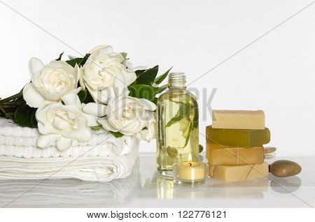 Spa set with white gardenia