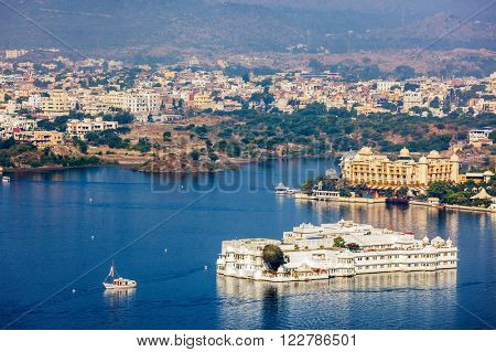 Aerial view of Lake Pichola with Lake Palace (Jag Niwas).  Udaipur, Rajasthan, India