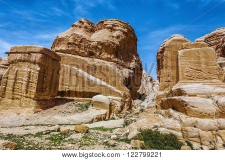 Jordan. Peter. Stone columns. Peter the ancient capital of the Nabataean kingdom carved into skalah.Dostoprimechatelnost Jordan. Rich in history, Peter has been included in the UNESCO list.