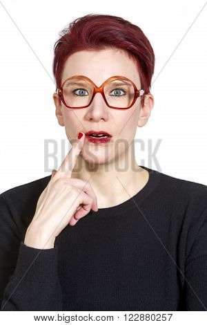 portarit of red-haired woman with big glasses looking clueless