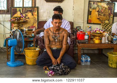 WAT BANG PHRA, THAILAND - MAR 18, 2016: Unknown monk makes traditional Yantra tattooing during Wai Kroo Master Day Ceremony in Bang Pra monastery, about 50 km west of Bangkok.