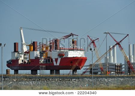 Windturbine assembly ship