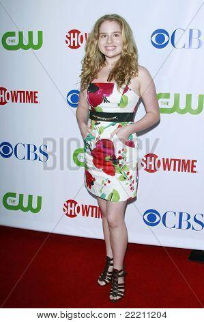 LOS ANGELES, CA - Juli 18: Britt Robertson bei der CBS-CW-Showtime-Presserundgang Sternen-Party in Los Angel