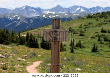 Sinal de trilha de montanha