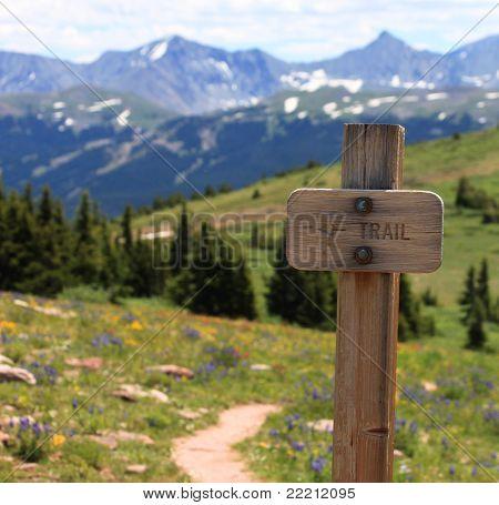 Signo de sendero de madera