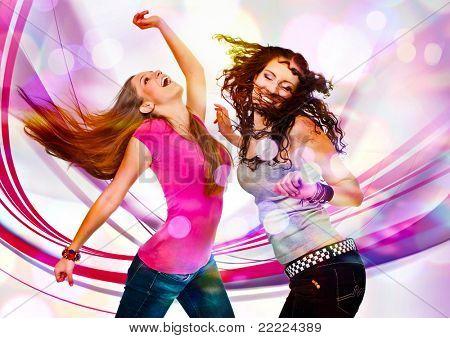 duas meninas dançando no discolight
