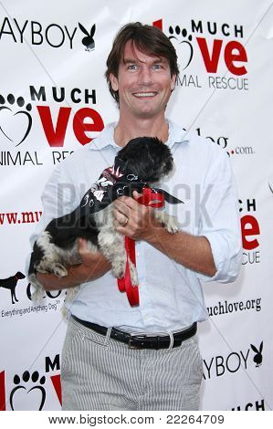 LOS ANGELES - 19 de JUL: Jerry O'Connell no fundraiser muito amor Animal Rescue 'Bow Wow Wow' na
