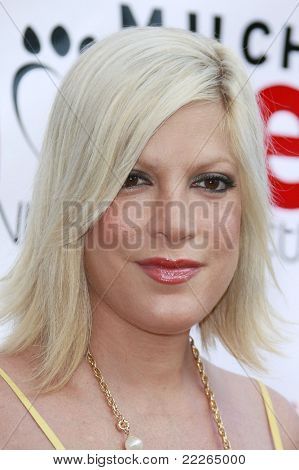 LOS ANGELES - JUL 19: Tori Spelling at the Much Love Animal Rescue fundraiser 'Bow Wow Wow' at the Playboy Mansion on July 19, 2008 in Los Angeles, California