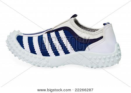Sports Shoe Made ??of Cloth With Rubber Sole