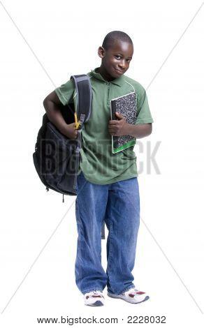 Joven negro estudiante masculino