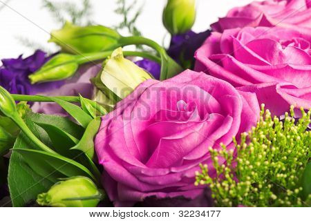 composition of tea roses and alstromeria