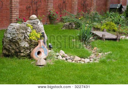 Nice Backyard Decoration
