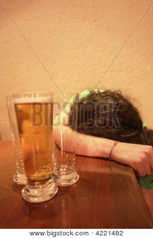 junge Teenager mit Trink-problem