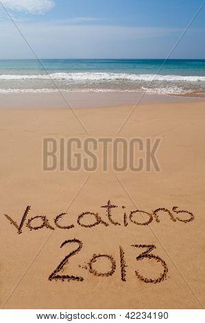 Férias 2013 escrito em areia na Praia Tropical