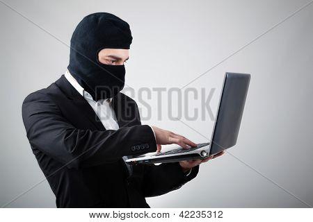 Hacker robar información del ordenador portátil
