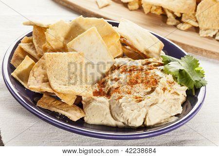 Homemade Crunchy Pita Chips With Hummus
